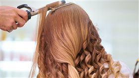 染頭髮,燙頭髮,沙龍,翻攝自pexels