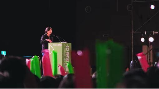 蔡英文總統第二支競選歌曲《自信勇敢 咱的名》MV正式曝光。(圖/翻攝《自信勇敢 咱的名》MV)