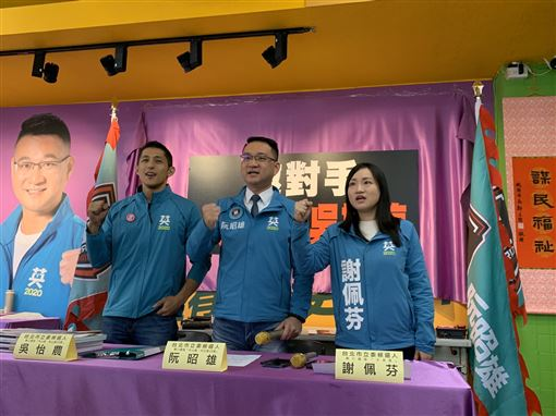 民進黨台北市立委候選人阮昭雄、吳怡農、謝佩芬召開記者會,邀對手一起下架吳斯懷。(圖/謝佩芬辦公室提供)
