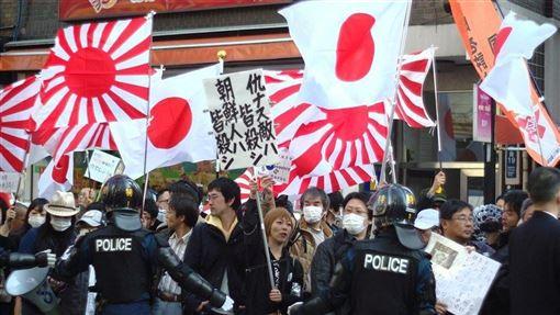 日本川崎市內有許多韓國城,為消除歧視,市議會12日通過全日本第一個附帶刑事罰則的反歧視條例。圖為2013年日本團體發起的反移民遊行。(圖取自維基共享資源;作者Kurashita Yuki,CC BY-SA 2.0)