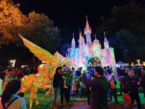 屏東,耶誕味,新加坡媒體,最佳打卡地點,金色奇幻童話世界,聖誕音樂會(圖/中央社)