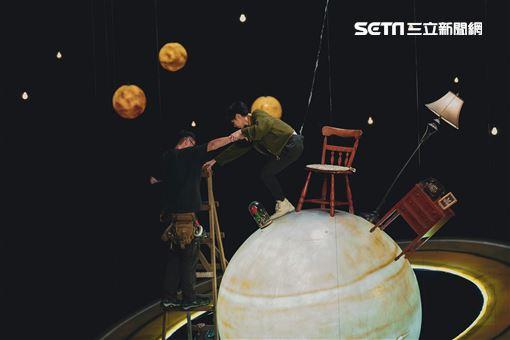 小魏工作室提供 魏嘉瑩新聞稿拍攝「夜光裡的光」首次吊鋼絲
