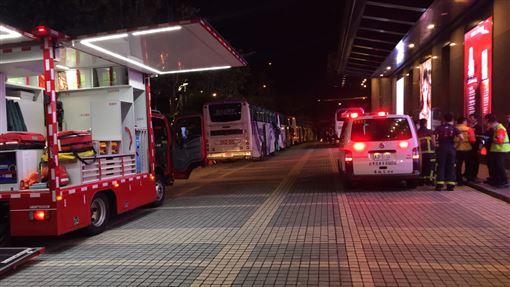 日本高中生旅行團集體食物中毒現場(翻攝畫面)