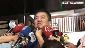 遠航董事長張綱維接受訪問後離開北檢(楊佩琪攝)