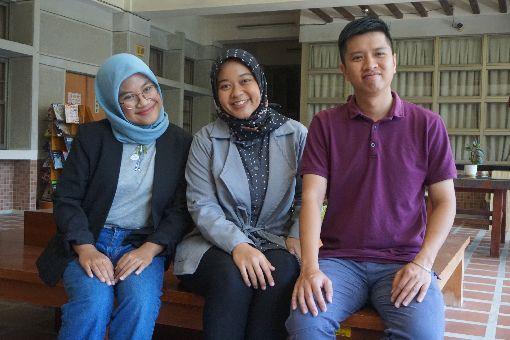 金門大學新南向計畫有成 國際生樂在學習來自印尼的唐芮法(左起)、何娜娜與越南的武挪威,參加金門大學「新南向國家及先進國家優秀外國青年學子來台蹲點計畫TEEP」,在金大學習獲益良多。中央社記者黃慧敏攝 108年12月14日