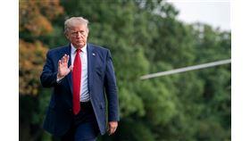 面臨彈劾威脅,美中貿易第一階段協議達成除了分散新聞焦點,一直拿經濟當政績的美國總統川普也盼藉此吸引選票,贏得連任。(圖取自facebook.com/WhiteHouse)