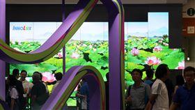 2019智慧顯示展登場Touch Taiwan 2019智慧顯示展28日在南港展覽館開幕,今年Micro與Mini LED成為焦點,Micro LED具備LCD與OLED兩大顯示技術優點,被視為繼OLED之後的新世代顯示器技術。中央社記者鄭傑文攝 108年8月28日