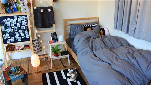 睡覺大賽比睡眠品質 參賽者花招百出助眠台中一家寢具業者舉辦「睡覺大賽」,只要參賽者「最穩定心率睡得最久」就能獲得冠軍,希望喚起民眾對睡眠的重視。中央社記者蘇木春攝 108年12月14日