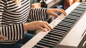 彈鋼琴,才藝,翻攝自pixabay