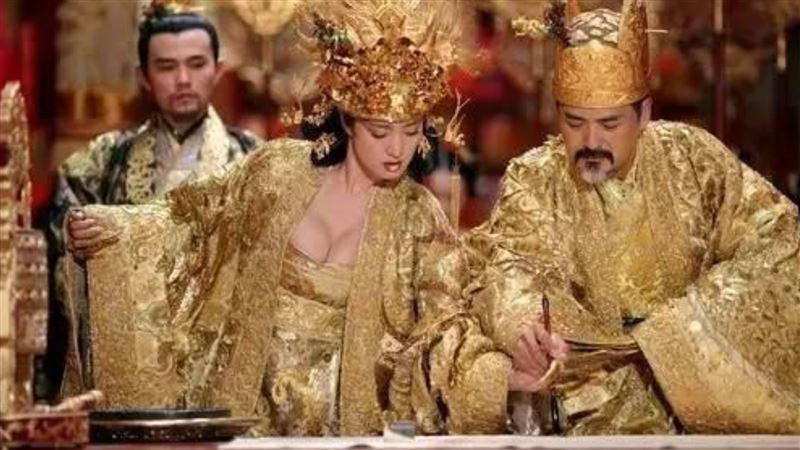 皇帝:「來人!擬旨!」沒「他」蓋章就只是廢紙一張!
