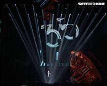 黎明Leon Metro Live 2.0演唱會,嶄新的華麗歌舞編排、充滿都會城市摩登感的舞台設計,完美的視覺聽覺融合。(記者邱榮吉/攝影)