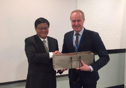 瑞典氣候談判代表會晤張子敬環保署長張子敬(左)12日與瑞典氣候談判代表佛蒙利(右)進行雙邊會談。(駐瑞典代表處提供)中央社記者林育立柏林傳真 108年12月15日