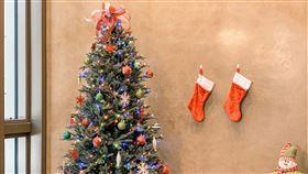 聖誕節將至 AIT內湖新館也有聖誕樹聖誕節將至,AIT內湖新館室內也有布滿各樣吊飾的繽紛聖誕樹。(AIT提供)中央社記者侯姿瑩傳真 108年12月15日