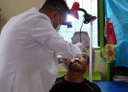 台扶輪社員赴菲義診 為近千名患者看診上百名來自台灣的扶輪社員15日赴菲舉辦義診,包括眼科、牙科、家醫科等15位醫師將為近千名患者看診。中央社記者陳妍君布拉坎省攝 108年12月15日