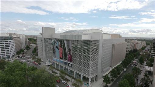 美媒近日報導,世界銀行曾要求台灣僱員須持有中國護照才能保住飯碗或被錄用。世銀發言人表示,來自非成員國的僱員能持續保有工作。(圖取自facebook.com/worldbank)