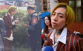 謝和弦16日中午第三度前往中時大樓,跟警衛抽雪茄聊天,警方在一旁戒備。讀者提供 萬華分局,警察,阿扣