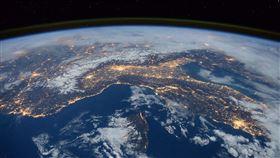 外太空,地球(圖/Pixabay)