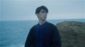 林亭翰 以海洋生態<鯨落>為主題唱出對車禍意外外公逝去的思念!(青田音樂提供)