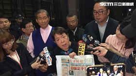 謝啟大陪同張安樂前來北檢 記者李依璇攝影