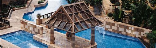 ▲入住青逸酒店,可在香港最長泳池享受假期。(圖/天擎旅遊)