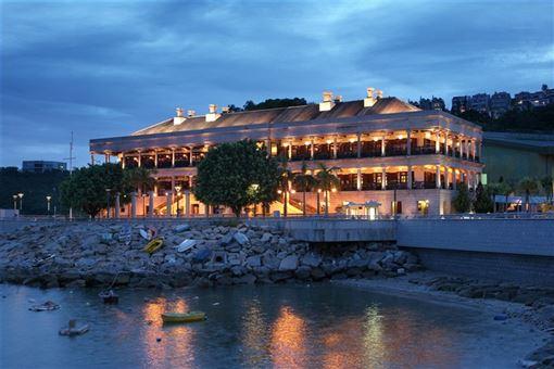 ▲傍晚,點了燈的美利樓顯得更加浪漫。(圖/香港旅遊發展局)
