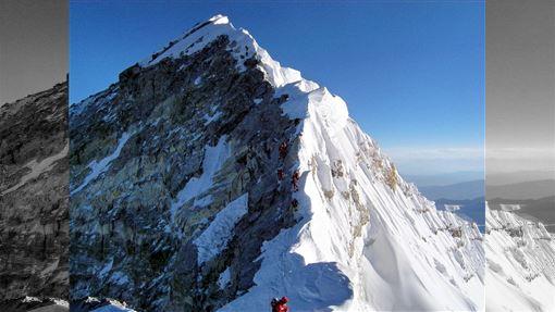 尼泊爾政府提議祭出數項新規,加強把關聖母峰攀登許可程序,但資深登山家持懷疑態度,不認為這能解決今年11人死於聖母峰的根本原因。(圖取自維基共享資源;作者Debasish biswas kolkata,CC BY-SA 4.0)