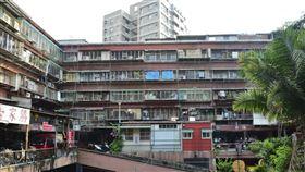 老公寓、老屋。(圖/記者陳韋帆攝影)