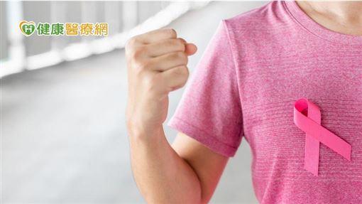 有別於過去乳癌患者較為內斂封閉,就醫時已來不及,目前健康意識高漲,早期就醫比率改善,鼓勵患者早期發現早期治療,目前治療藥物推層出新,療效快速,對生活品質改善幫助很大。
