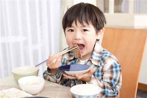 圖/勿用好食課,林世航,營養師,孩子,鈉,血壓,鹽翻攝好食課官網