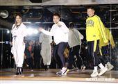 楊丞琳化身助教,帶歌迷一起上「Zumba課」。(圖/記者林聖凱攝影)