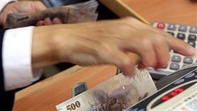 金管會19日公布,累計今年截至11月底止,銀行、證券期貨及保險業合計稅前盈餘達新台幣6211.41億元,再創歷史新高紀錄。(中央社檔案照片)
