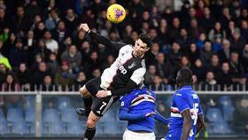 ▲C羅(Cristiano Ronaldo)跳超高頭槌進球。(圖/美聯社/達志影像)