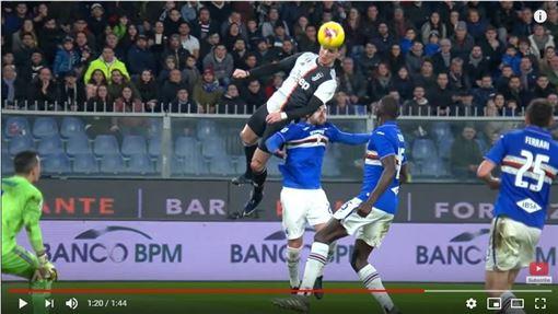 ▲C羅(Cristiano Ronaldo)跳超高頭槌進球。(圖/翻攝自YouTube)