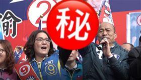 ▲韓國瑜與陳玉珍聯合造勢,陳玉珍興奮握拳高歌「中華民國頌」