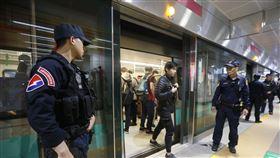 高雄市,罷韓挺韓遊行,鐵路警察,加強巡邏,部署警力(圖/中央社)
