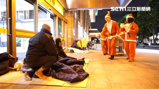 聖誕節,社福,人安基金會,平安站,聖誕老人,街友,寒士,愛心圖/楊博喻提供