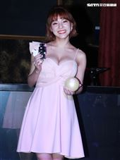美胸女神熊熊(卓毓彤)支持乳癌防治。(記者邱榮吉/攝影)