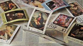 英國,郵戳,郵票,實惠郵票,紫外線測試,Paul Harrison,翻攝自pixabay
