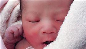 香蕉哥哥小孩出生(圖/翻攝自香蕉哥哥臉書)