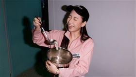 吳卓源弄巧成拙一整鍋變成了芝麻湯。(圖/華風數位提供)