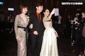 證婚人哈林與兩位親家母準備進場出席柴智屏女兒婚宴。(記者邱榮吉/攝影)