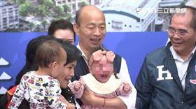 韓國瑜親吻女嬰爆哭