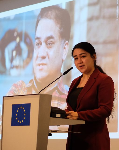 菊爾.伊力哈木參加歐洲議會座談會維吾爾學者伊力哈木‧土赫提的女兒菊爾.伊力哈木(Jewher Ilham)20日參加歐洲議會舉辦的座談會。中央社記者林育立柏林攝  108年12月23日