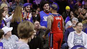 NBA/上看台堵球迷!他損失近百萬 NBA,華盛頓巫師,Isaiah Thomas,禁賽 翻攝自推特