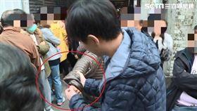 台北,龍山寺,點燈,砍人水果刀(圖/翻攝畫面)