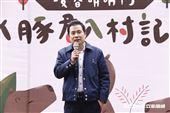 三立影城董事長張榮華為水豚君入村揭幕。(圖/記者林聖凱攝影)