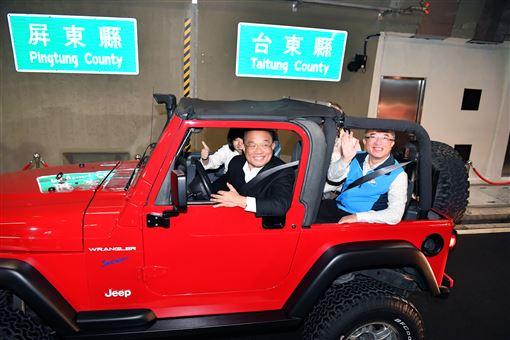 行政院長蘇貞昌23日出席「台9線南迴公路拓寬改善工程全線通車典禮」。(圖/行政院提供)