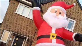 充氣聖誕老人。(圖/翻攝自ladbible)