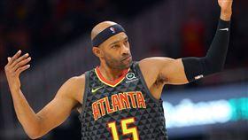 NBA/笑!愛神被42歲老卡特蓋鍋 NBA,克里夫蘭騎士,Kevin Love,亞特蘭大老鷹,Vince Carter 翻攝自推特