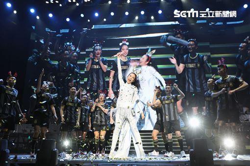 莫文蔚絕色演唱會上海與老公同台嘉賓吳青峰 照片提供:莫家寶貝工作室